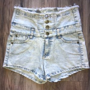 ❤️ SOLD ❤️ High waisted denim shorts